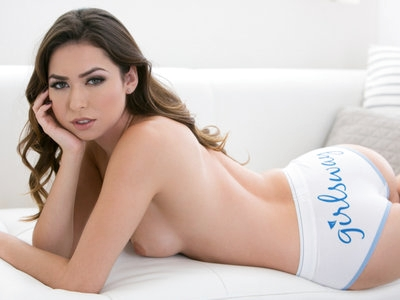 Interview with the gorgeous girl of the month Melissa Moore