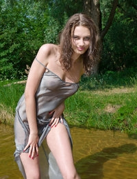 Even cold water could not stop this sensational babe from flashing her astonishingly beautiful natural body. Pure perfectness.