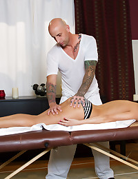 Aleksa Nicole gets the perfect happy ending massage from her hot masseuse Barry Scott.