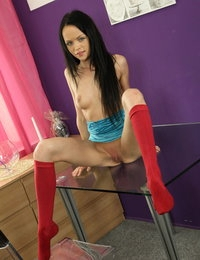 Gorgeous raven haired girl dives into her pee